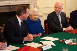 britain_queen_in_cabinet_lon117-2012dec18_121517_161-ay_100044444
